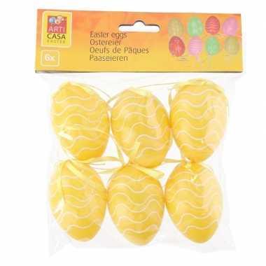 18x stuks pasen/paas hangdecoratie paaseieren geel 6 cm