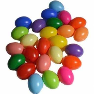 75x stuks plastic eitjes gekleurd 6 cm decoratie/versiering