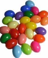 100x stuks plastic eitjes gekleurd 6 cm decoratie versiering